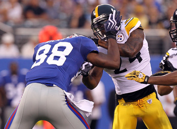 EAST RUTHERFORD, NJ - AUGUST 21: Hakeem Nicks #88 of the New York Giants fights with Ike Taylor #24 of the Pittsburgh Steelers resulting in them both being ejected from the game during their preseason game at New Meadowlands Stadium on August 21, 2010 in 