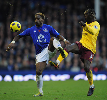 LIVERPOOL, ENGLAND - NOVEMBER 14:  Louis Saha of Everton is challenged by Bacary Sagna of Arsenal during the Barclays Premier League match between Everton and Arsenal at Goodison Park on November 14, 2010 in Liverpool, England.  (Photo by Shaun Botterill/