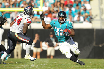 JACKSONVILLE, FL - NOVEMBER 14:  Maurice Jones-Drew #32 of the Jacksonville Jaguars runs the ball during a game against the Houston Texans at EverBank Field on November 14, 2010 in Jacksonville, Florida.  (Photo by Mike Ehrmann/Getty Images)