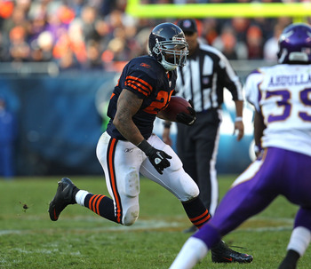 CHICAGO - NOVEMBER 14: Matt Forte #22 of the Chicago Bears runs as Husain Abdullah #39 of the Minnesota Vikings closes in at Soldier Field on November 14, 2010 in Chicago, Illinois. The Bears defeated the Vikings 27-13. (Photo by Jonathan Daniel/Getty Ima