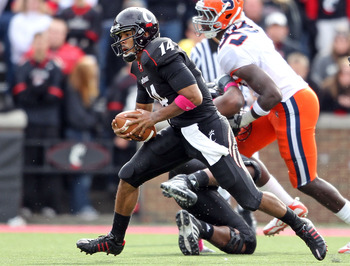 CINCINNATI - OCTOBER 30:  Chazz Anderson #14 of the Cincinnati Bearcats runs with the ball during the Big East Conference game against the Syracuse Orange at Nippert Stadium on October 30, 2010 in Cincinnati, Ohio.  (Photo by Andy Lyons/Getty Images)