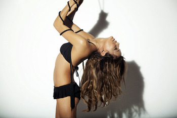 Eva-longoria-parker-gq-mexico-2009-6_display_image