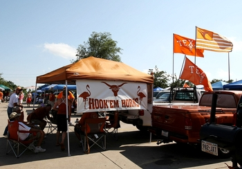 OMAHA, NE - JUNE 22:  Texas Longhorns fans tailgate before taking on the Louisiana State University Tigers during Game 1 of the 2009 NCAA College World Series at Rosenblatt Stadium on June 22, 2009 in Omaha, Nebraska. (Photo by Elsa/Getty Images)