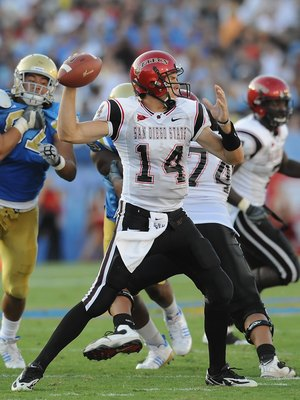 PASADENA, CA - SEPTEMBER 05:   Ryan Lindley #14 of the San Diego State Aztecs looks to pass the ball during the game against the UCLA Bruins at The Rose Bowl on September 5, 2009 in Pasadena, California.  (Photo by Lisa Blumenfeld/Getty Images)