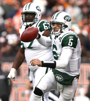 CLEVELAND - NOVEMBER 14:  Quarterback Mark Sanchez #6 of the New York Jets looks for a receiver as Damien Woody #67 looks on against the Cleveland Browns  at Cleveland Browns Stadium on November 14, 2010 in Cleveland, Ohio.  (Photo by Matt Sullivan/Getty