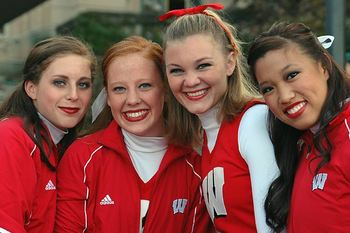 Uw-cheer-06-07-486_display_image