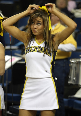 Michigan-cheerleader_display_image