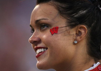 Wisconsin-badgers-college-football-cheerleader_display_image