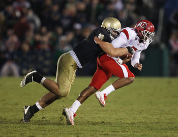 SOUTH BEND, IN - NOVEMBER 13: Manti Te'o #5 of the Notre Dame Fighting Irish brings down Terrance Cain #7 of the Utah Utes at Notre Dame Stadium on November 13, 2010 in South Bend, Indiana. Notre Dame defeated Utah 28-3. (Photo by Jonathan Daniel/Getty Im