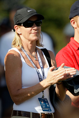CARMEL, IN - JULY 31:  Chris Evert applaudes as she watches husband Greg Norman putt on the 7th hole during the second round of the 2009 U.S. Senior Open on July 31, 2009 at Crooked Stick Golf Club in Carmel, Indiana.  (Photo by Jamie Squire/Getty Images)