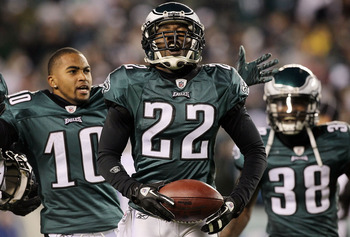 PHILADELPHIA - NOVEMBER 07:  Asante Samuel #22 of the Philadelphia Eagles celebrates his last minute interception that clinched their victory against the Indianapolis Colts with teammates DeSean Jackson #10 and Jorrick Calvin #38 on November 7, 2010 at Li