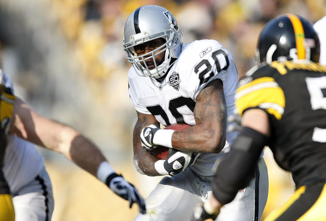 PITTSBURGH - DECEMBER 06:  Darren McFadden #20 of the Oakland Raiders looks for running room during a second quarter run while playing the Pittsburgh Steelrs on December 6, 2009 at Heinz Field in Pittsburgh, Pennsylvania.  (Photo by Gregory Shamus/Getty I