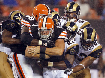 CLEVELAND - AUGUST 21:   Peyton Hillis #40 of the Cleveland Browns runs the ball through the St. Louis Rams defense at Cleveland Browns Stadium on August 21, 2010 in Cleveland, Ohio.  (Photo by Matt Sullivan/Getty Images)