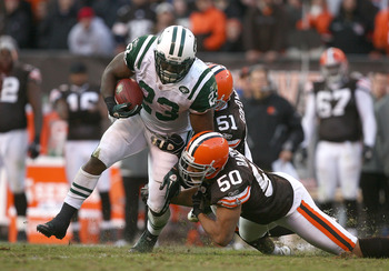 CLEVELAND - NOVEMBER 14:  Running back Shonn Greene #23 of the New York Jets runs by Eric Barton #50 and Chris Gocong #51 of the Cleveland Browns  at Cleveland Browns Stadium on November 14, 2010 in Cleveland, Ohio.  (Photo by Matt Sullivan/Getty Images)