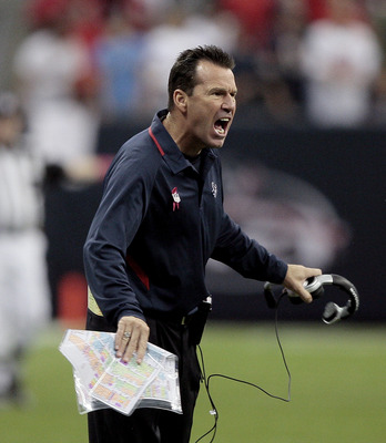 HOUSTON - OCTOBER 04:  Head coach Gary Kubiak of the Houston Texans yells at the official after a miscommunication on whether to except or decline a penalty at Reliant Stadium on October 4, 2009 in Houston, Texas.  (Photo by Bob Levey/Getty Images)