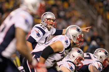 PITTSBURGH - NOVEMBER 14:  Tom Brady #12 of the New England Patriots gives instructions against the Pittsburgh Steelers on November 14, 2010 at Heinz Field in Pittsburgh, Pennsylvania.  (Photo by Chris McGrath/Getty Images)