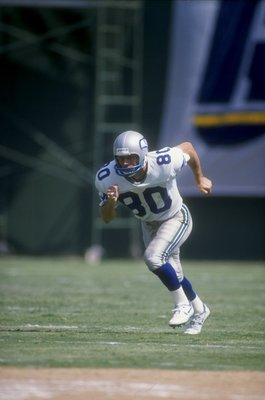 18 Sep 1988:  Steve Largent #80 of the Seattle Seahawks in action during a game against the San Diego Chargers at the Jack Murphy Stadium in San Diego, California. The Chargers defeated the Seahawks 17-6. Mandatory Credit: Stephen Dunn  /Allsport