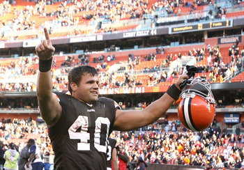 CLEVELAND - NOVEMBER 07:  Running back Peyton Hillis #40 of the Cleveland Browns celebrates their victory over the New England Patriots at Cleveland Browns Stadium on November 7, 2010 in Cleveland, Ohio.  (Photo by Matt Sullivan/Getty Images)