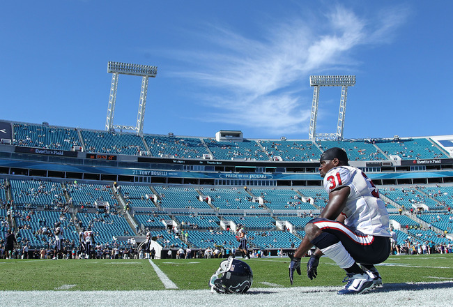 JACKSONVILLE, FL - NOVEMBER 14: Bernard Pollard #31 of the Houston Texans stretches before a game against the Jacksonville Jaguars at EverBank Field on November 14, 2010 in Jacksonville, Florida.  (Photo by Mike Ehrmann/Getty Images)