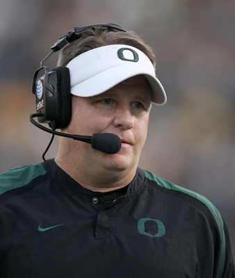BERKELEY, CA - NOVEMBER 13:  Head coach Chip Kelly of the Oregon Ducks walks the sidelines during their game against the California Golden Bears  at California Memorial Stadium on November 13, 2010 in Berkeley, California.  (Photo by Ezra Shaw/Getty Image