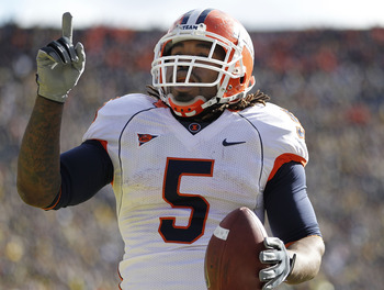 ANN ARBOR, MI - NOVEMBER 06:  Mikel Leshoure #5 of the Illinios Fighting Illini celebrates a fourth quarter touchdown reception while playing the Michigan Wolverines at Michigan Stadium on November 6, 2010 in Ann Arbor, Michigan. Michigan won the game 67-