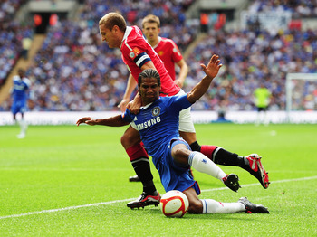 LONDON, ENGLAND - AUGUST 08:  Nemanja Vidic of Manchester United holds off Florent Malouda of Chelsea during the FA Community Shield match between Chelsea and Manchester United at Wembley Stadium on August 8, 2010 in London, England.  (Photo by Laurence G