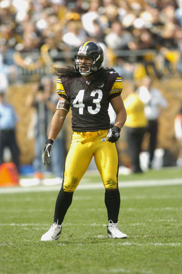 PITTSBURGH, PA - SEPTEMBER 24:  Troy Polamalu #43 of the Pittsburgh Steelers gets set for play during the NFL game against the Cincinnati Bengals on September 24, 2006 at Heinz Field in Pittsburgh, Pennsylvania. The Bengals won the game 28-20.  (Photo by