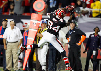 ATLANTA - NOVEMBER 11:  Roddy White #84 of the Atlanta Falcons pulls in the go-ahead touchdown reception in the final seconds against the Baltimore Ravens at Georgia Dome on November 11, 2010 in Atlanta, Georgia.  (Photo by Kevin C. Cox/Getty Images)