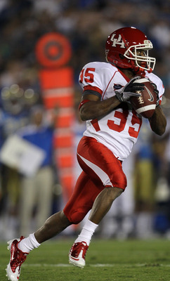 PASADENA, CA - SEPTEMBER 18:  Wide receiver Tyron Carrier  #35 of the Houston Cougars throws a pass on a trick play against the UCLA Bruins at the Rose Bowl on September 18, 2010 in Pasadena, California.  UCLA won 31-13.  (Photo by Stephen Dunn/Getty Imag