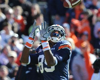 AUBURN, AL - NOVEMBER 06:  Wide receiver Darvin Adams #89 of the Auburn Tigers stretches for a touchdown with a pass against the Chattanooga Mocs November 6, 2010 at Jordan-Hare Stadium in Auburn, Alabama.  (Photo by Al Messerschmidt/Getty Images)
