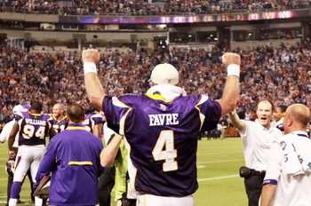 MINNEAPOLIS, MN - SEPTEMBER 27: Quarterback Brett Favre #4 of the Minnesota Vikings pumps his fists in celebration after defeating the San Francisco 49ers 27-24 at Hubert H. Humphrey Metrodome on September 27, 2009 in Minneapolis, Minnesota. Favre threw a