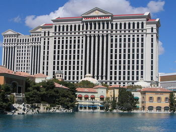 800px-caesars_palace_-_across_bellagio_lake_display_image