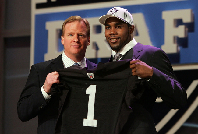 NEW YORK - APRIL 26:  Darren McFadden poses for a photo after being selected fourth overall by the Oakland Raiders with National Football League Commissioner Roger Goodell during the 2008 NFL Draft on April 26, 2008 at Radio City Music Hall in New York Ci