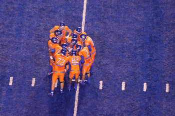 BOISE, ID - NOVEMBER 19:  Kellen Moore #11 of the Boise State Broncos (center) calls the play against the Fresno State Bulldogs at Bronco Stadium on November 19, 2010 in Boise, Idaho.  (Photo by Otto Kitsinger III/Getty Images)