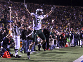 BERKELEY, CA - NOVEMBER 13:  Jeff Maehl #23 of the Oregon Ducks celebrates after he scored a touchdown against the California Golden Bears  at California Memorial Stadium on November 13, 2010 in Berkeley, California.  (Photo by Ezra Shaw/Getty Images)