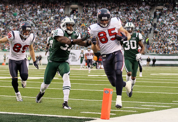 EAST RUTHERFORD, NJ - NOVEMBER 21:  Joel Dreessen #85 of the Houston Texans runs in a fourth quarter touchdown past Antonio Cromartie #31 of the New York Jets on November 21, 2010 at the New Meadowlands Stadium in East Rutherford, New Jersey. The Jets def