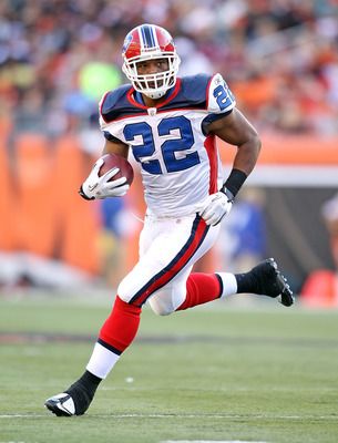 CINCINNATI - NOVEMBER 21:  Fred Jackson #22 of the Buffalo Bills runs with the ball during NFL game against the Cincinnati Bengals at Paul Brown Stadium on November 21, 2010 in Cincinnati, Ohio.  (Photo by Andy Lyons/Getty Images)