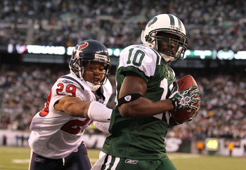 EAST RUTHERFORD, NJ - NOVEMBER 21:  Santonio Holmes #10 of the New York Jets scores the winning  touchdown against Glover Quin #29 of the Houston Texans during the fourth quarter of their game on November 21, 2010 at the New Meadowlands Stadium in East Ru