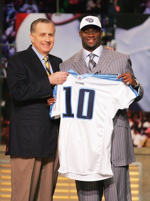 NEW YORK - APRIL 29:  Former University of Texas quarterback Vince Young poses with NFL Commissioner Paul Tagliabue after being selected by the Tennessee Titans as the third overall pick in the 2006 NFL Draft at Radio City Music Hall on April 29, 2006 in