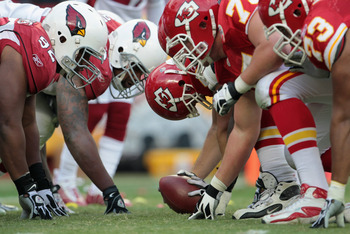 KANSAS CITY, MO - NOVEMBER 21:  The Arizona Cardinals face off against the Kansas City Chiefs at Arrowhead Stadium on November 21, 2010 in Kansas City, Missouri.  (Photo by Jamie Squire/Getty Images)
