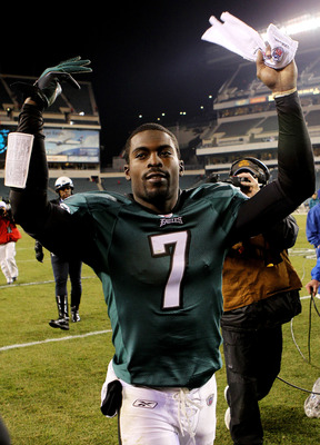 PHILADELPHIA - NOVEMBER 21:  Michael Vick #7 of the Philadelphia Eagles celebrates after defeating the New York Giants at Lincoln Financial Field on November 21, 2010 in Philadelphia, Pennsylvania.  (Photo by Nick Laham/Getty Images)