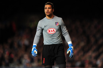 LONDON, ENGLAND - OCTOBER 21:  Atletico Madrid goalkeeper Sergio Asenjo looks on during the UEFA Champions League Group D match between Chelsea and Atletico Madrid at Stamford Bridge on October 21, 2009 in London, England.  (Photo by Mike Hewitt/Getty Ima