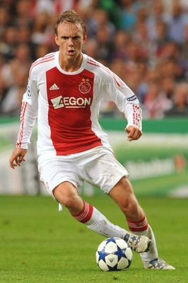 AMSTERDAM, NETHERLANDS - AUGUST 25:  Siem De Jong of AFC Ajax in action during the Champions League Play-off match between AFC Ajax and FC Dynamo Kiev at Amsterdam Arena on August 25, 2010 in Amsterdam, Netherlands.  (Photo by Valerio Pennicino/Getty Imag