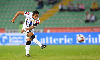 UDINE, ITALY - SEPTEMBER 23:  Alex Sanchez of Udinese Calcio in action during the serie A match between Udinese Calcio and AC Milan at Stadio Friuli on September 23, 2009 in Udine, Italy.  (Photo by Dino Panato/Getty Images)