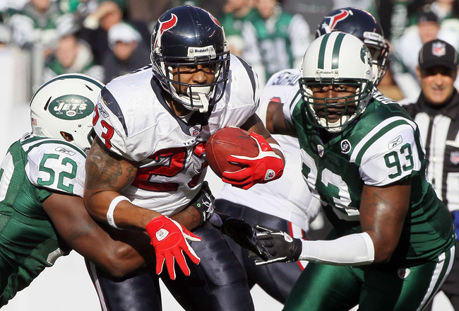 EAST RUTHERFORD, NJ - NOVEMBER 21:  Arian Foster #23 of the Houston Texans runs the ball against David Harris #52 and Trevor Pryce #93 of the New York Jets on November 21, 2010 at the New Meadowlands Stadium in East Rutherford, New Jersey.  (Photo by Jim