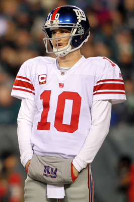 PHILADELPHIA - NOVEMBER 21:  Eli Manning #10 of the New York Giants looks on against the Philadelphia Eagles at Lincoln Financial Field on November 21, 2010 in Philadelphia, Pennsylvania.  (Photo by Michael Heiman/Getty Images)