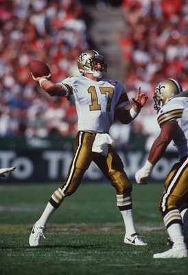 25 SEP1994:  QUARTERBACK JIM EVERETT OF THE NEW ORLEANS SAINTS THROWS A PASS IN HIS TEAM''S 24-13 LOSS TO THE SAN FRANCISCO FORTY NINERS AT CANDLESTICK PARK. Mandatory Credit: Stephen Dunn/ALLSPORT