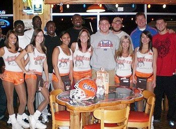 Tebow-hooters_original_display_image
