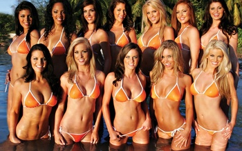 Hooters_girls-1280x800_display_image