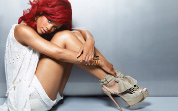 Rihanna_hot_new-wide_display_image